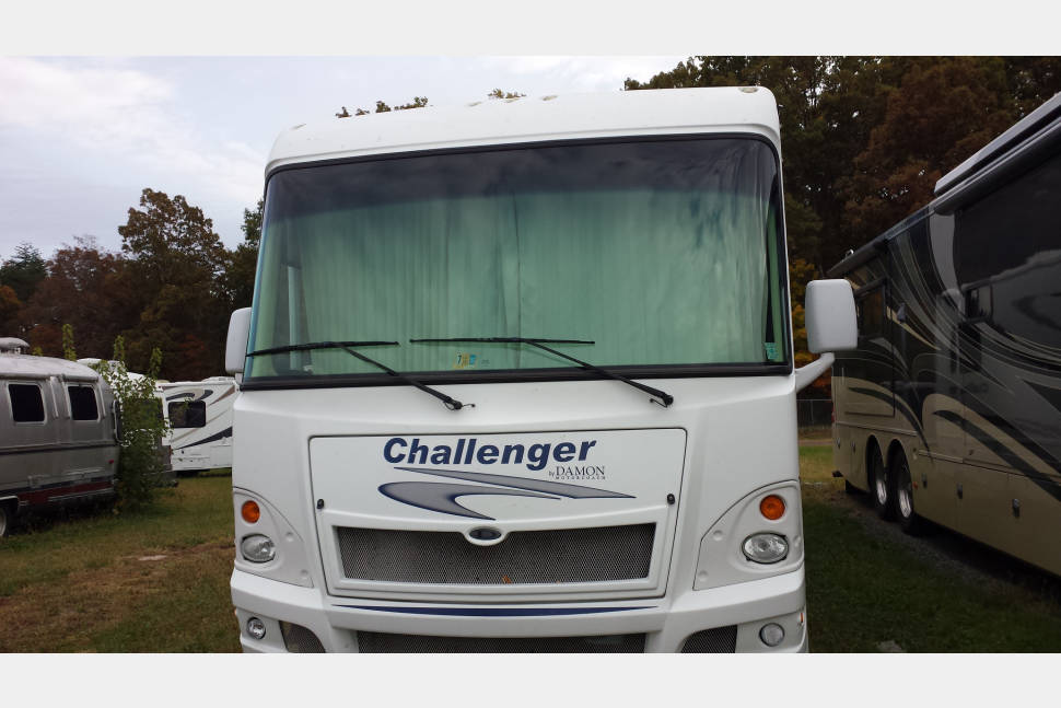 2008 Challenger - The Perfect RV for your Family Vacation! Travel in Style & Comfort!