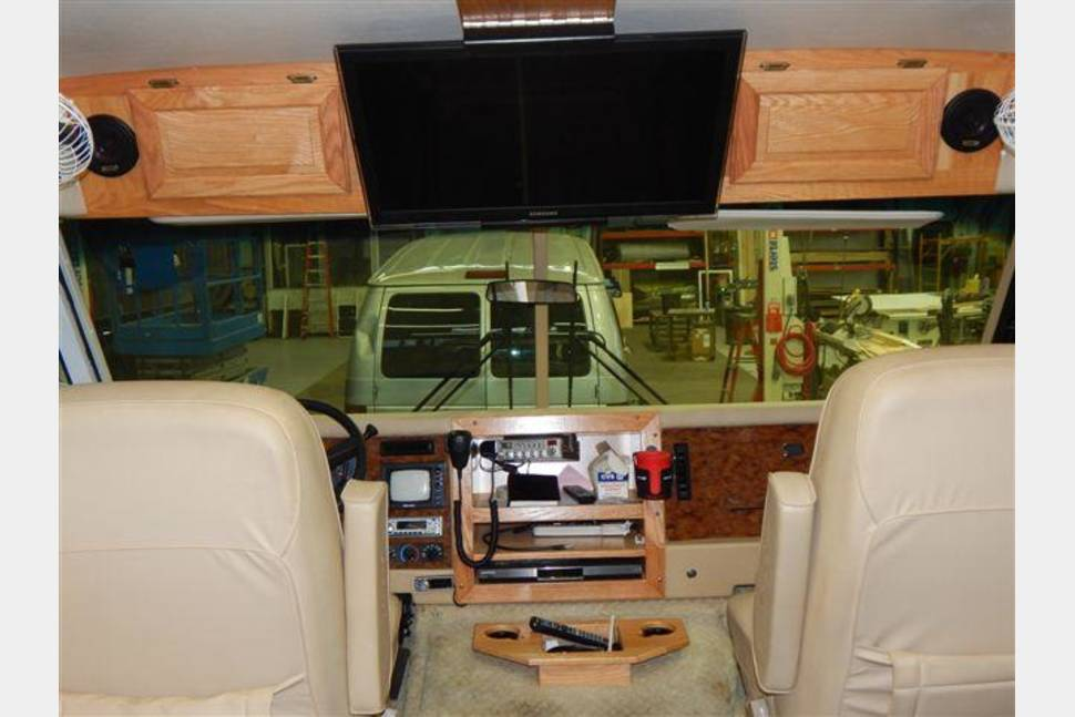 2004 AIR STREAM LAND YACHT - The Duke's Motorhome