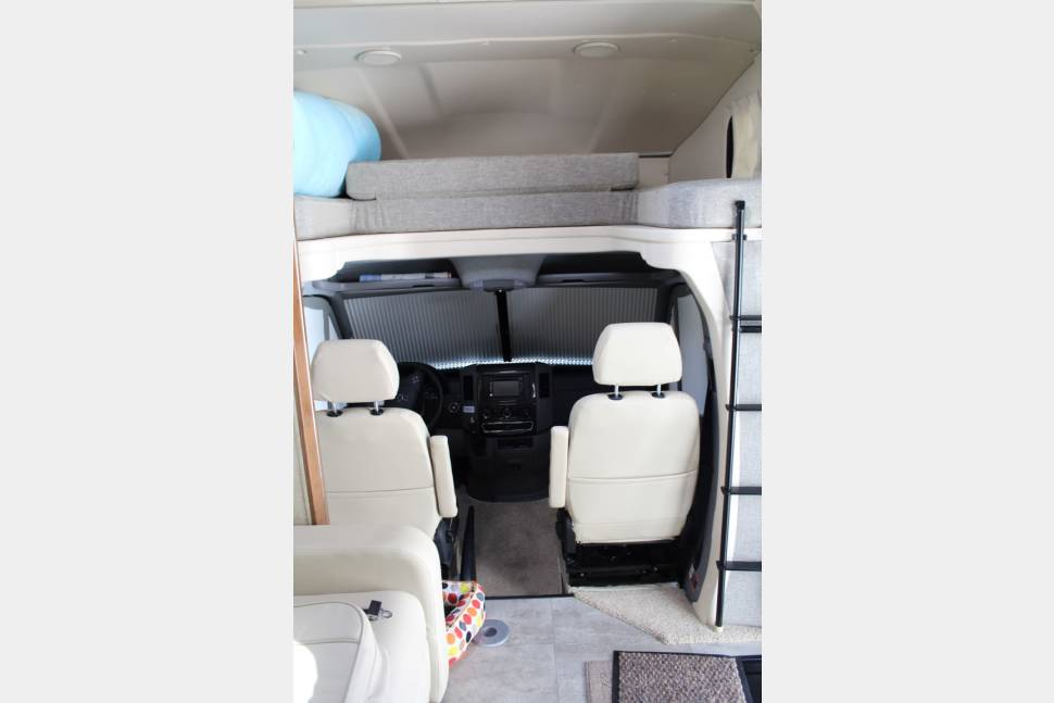 2016 Itasca Navion - Beautiful, new 2016 Class C Itasca Navion (Mercedes Chassis). Sleeps 5 comfortably, drives like a dream!
