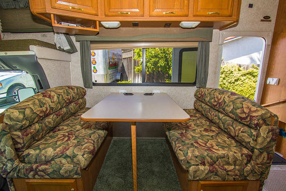 2003 Coachmen Leprechaun - The Ultimate Family Vacation RV