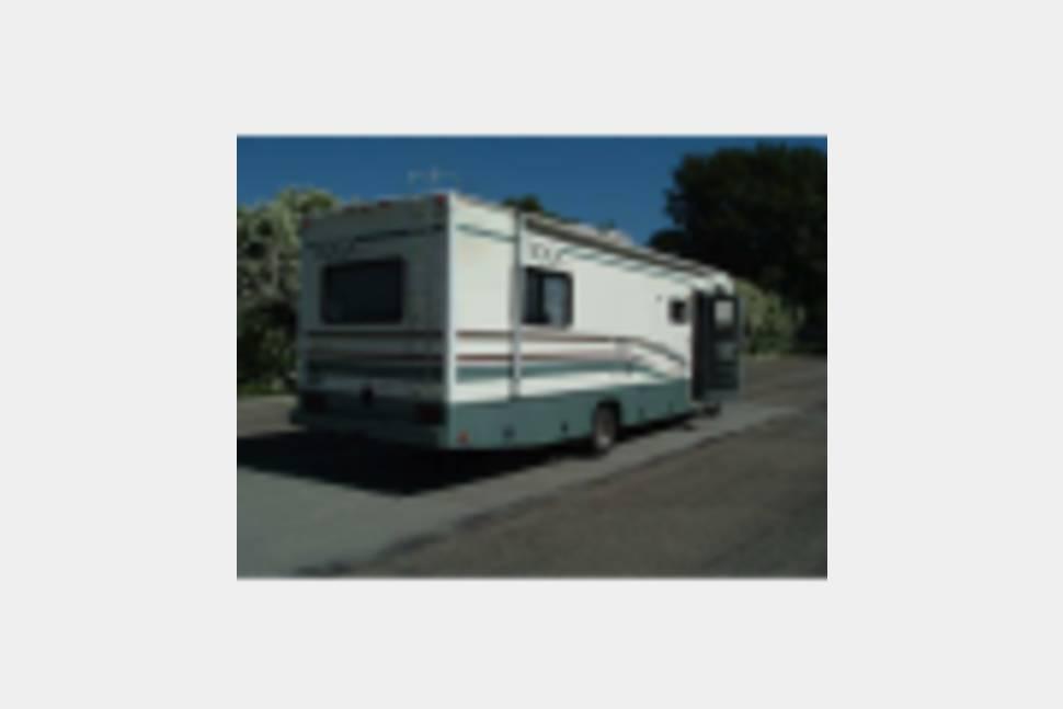 2004 Fleetwood Tioga - VERY Roomy Family Home On Wheels