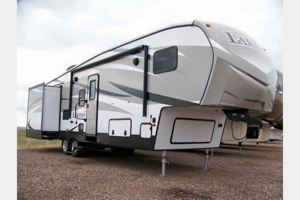 2015 Laredo 293SBH By Keystone - Home away from Home