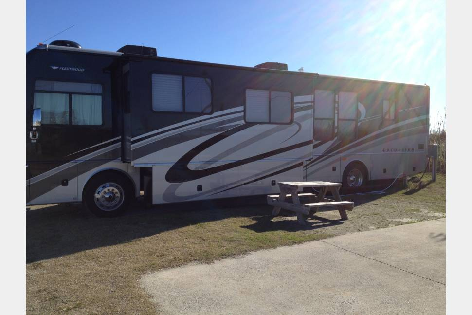 2010 Fleetwood 40x - Family owned - Class A Diesel motorhome  that will surely exceed your vacation dreams!!