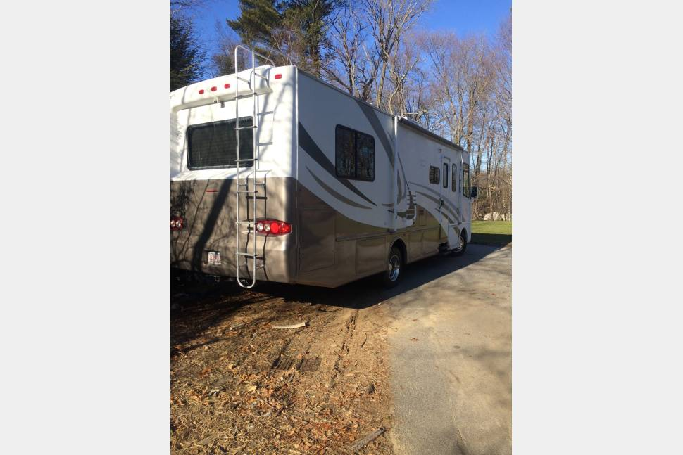 2004 Four Winds Hurricane 30f - Affordable family camping vacations.