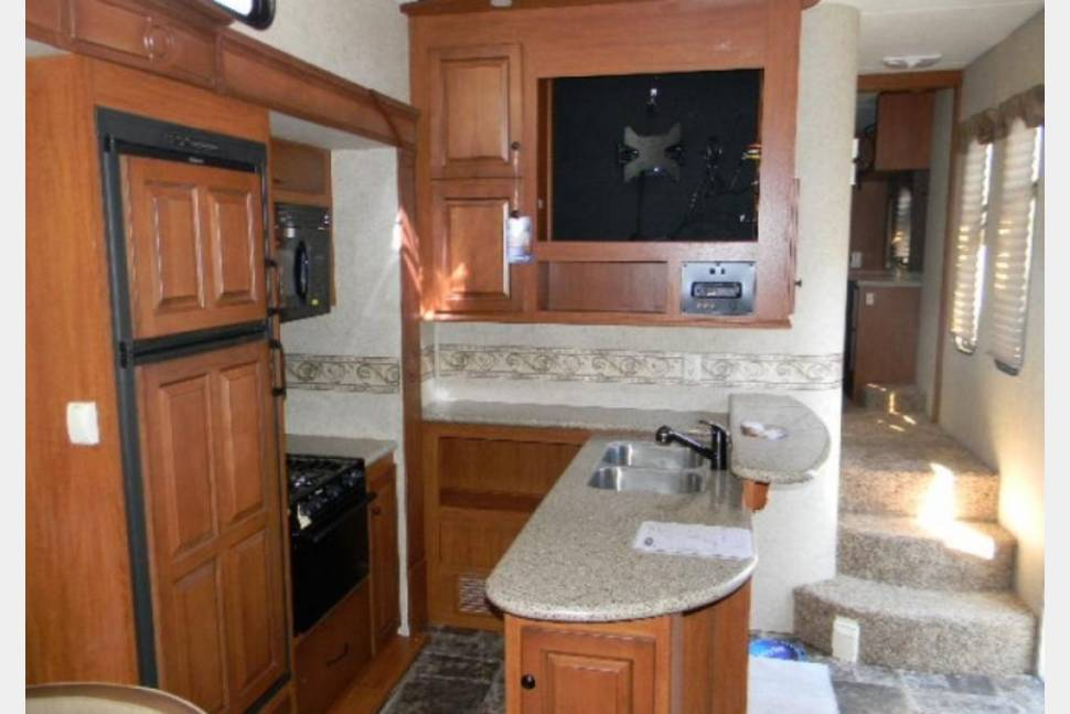 2012 2012 Heartland Cyclone 3950 - Great 5th wheel for multiple family's perfect for any occasion