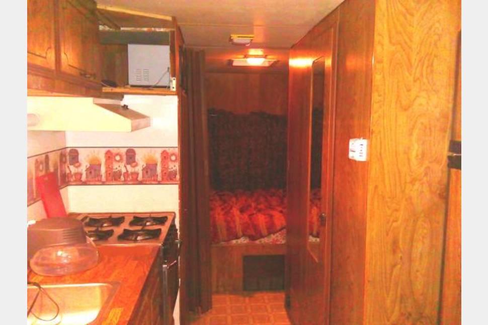 1984 Coachmen - 24' Camper Trailer Pull Behind