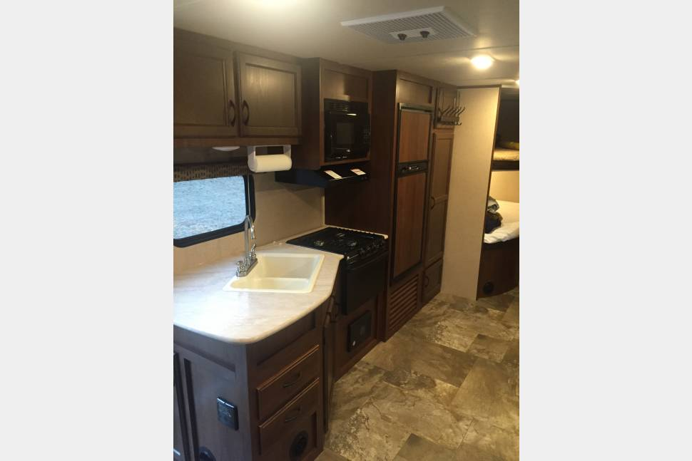 2015 Jayco Jay Flight 267BHSW - 2015 Jayco Travel Trailer Like New!  Double Bunks for Kids! Towing & Setup Available (Fees Apply).  Perfect for First Timers!