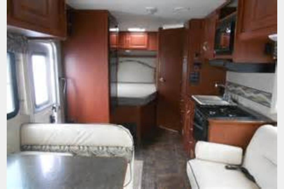 2014 Winnebago Minnie Winnie - 2014 Winnebago Alaskan Adventurer