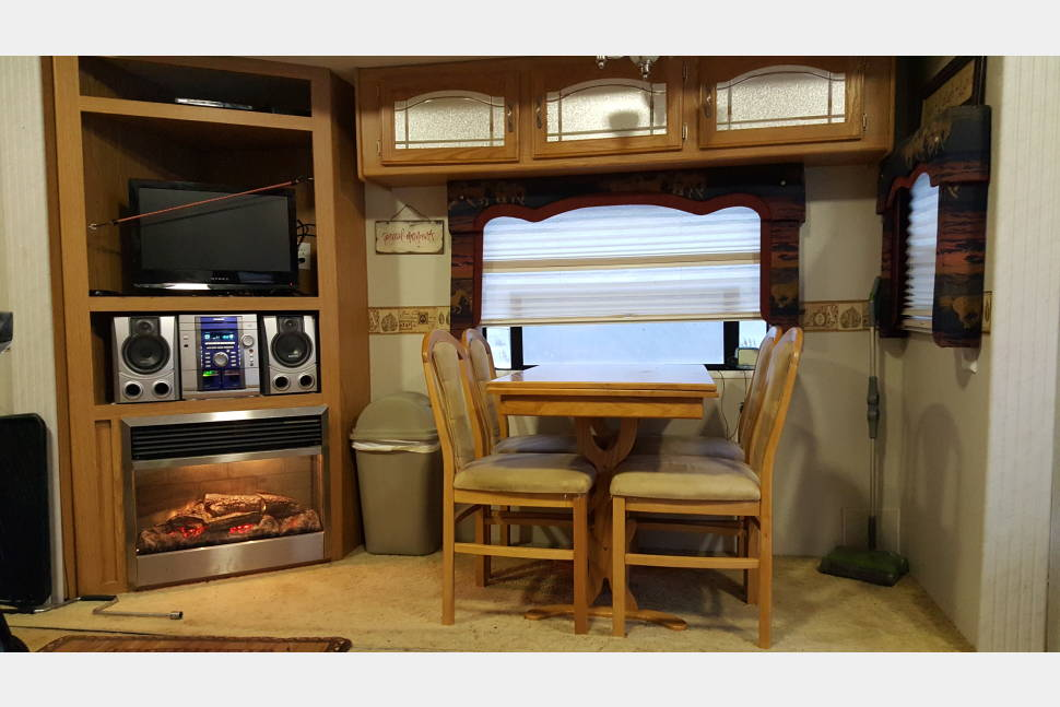 2003 Kz New Vision 35 Ft 3 Slides - Beautiful roomy Fifth Wheel w/ 3 slides.