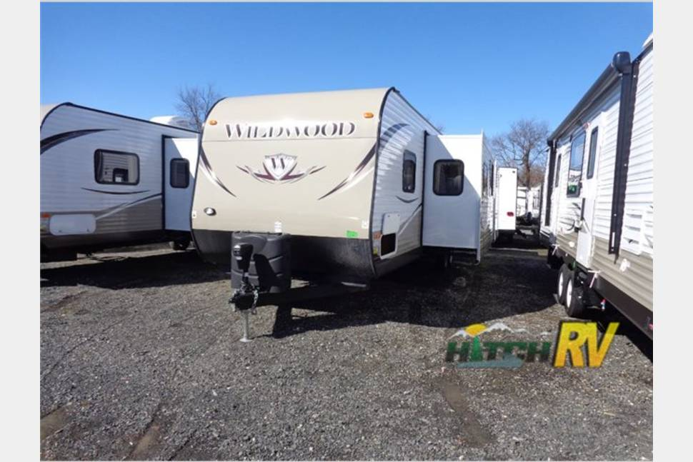 2015 Wildwood By Forest River 31kqbts - Camper with indoor and outdoor kitchens!