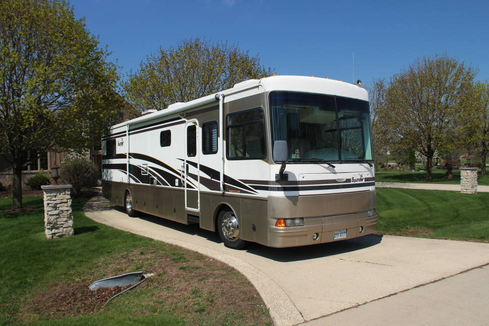 2003 Fleetwood Bounder Turbo Diesel - Full luxury, easy to drive & fun for the open road!