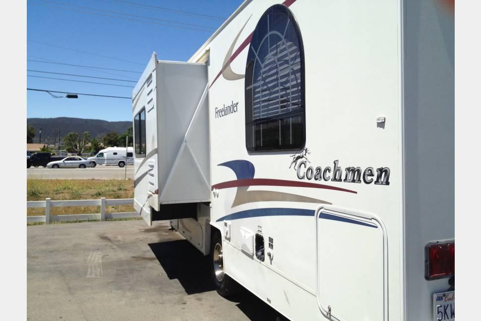 2006 Coachmen Freelander 26C - Affordable Family RV