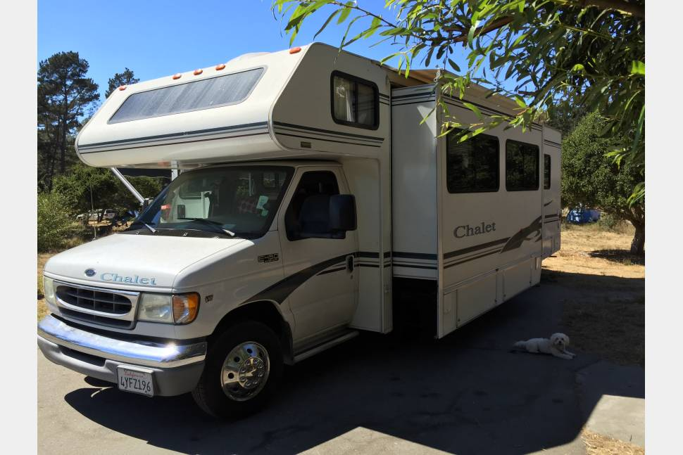 2003 Winnebago 31CR - Our 2003 Winnebago 31CR is your Pet Friendly vacation solution!