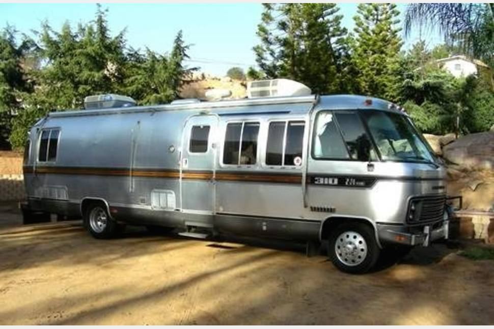 1984 Airstream 310 - A Classic 1984 Airstream 310 Available for Rent! Book Today!