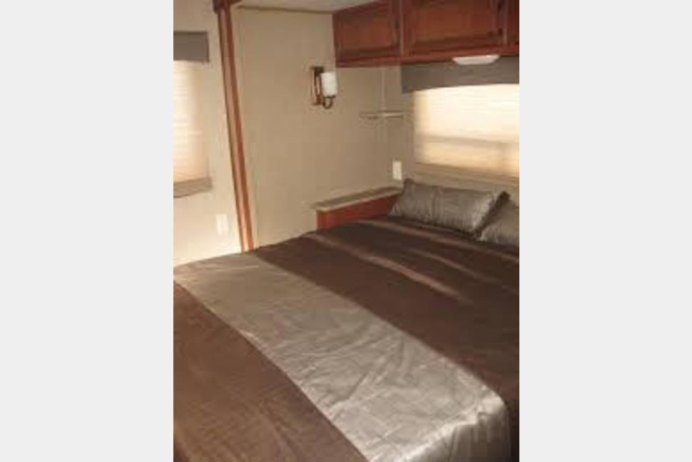 2014 Puma 30Fbss - 2014 Puma 30Fbss front bunk, rear bedroom