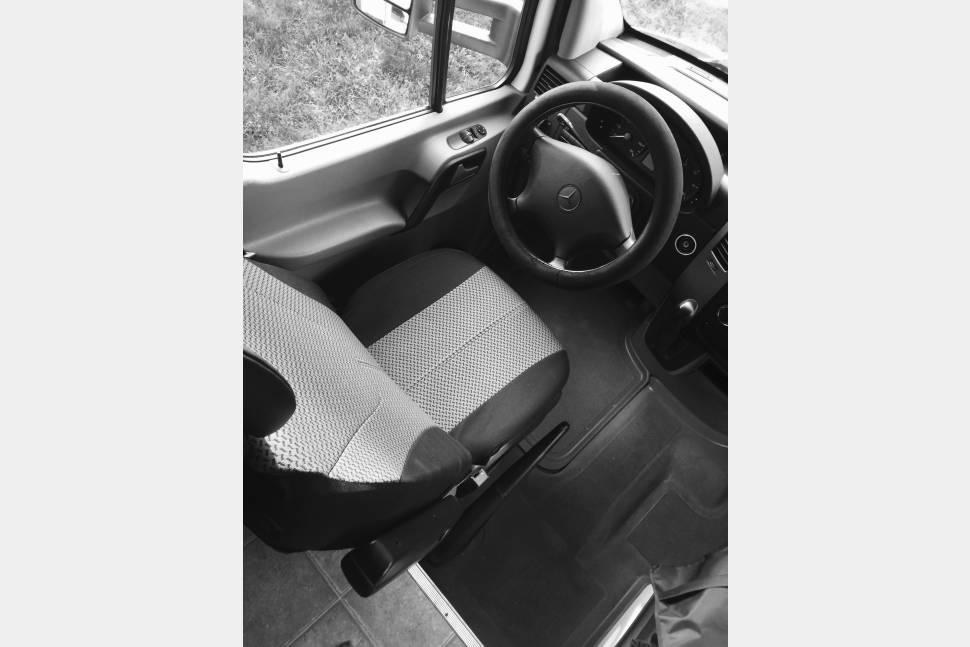 2010 Fleetwood Quest 24E Premium - Premium Mercedes-Benz Class C for the Ultimate Travel Experience