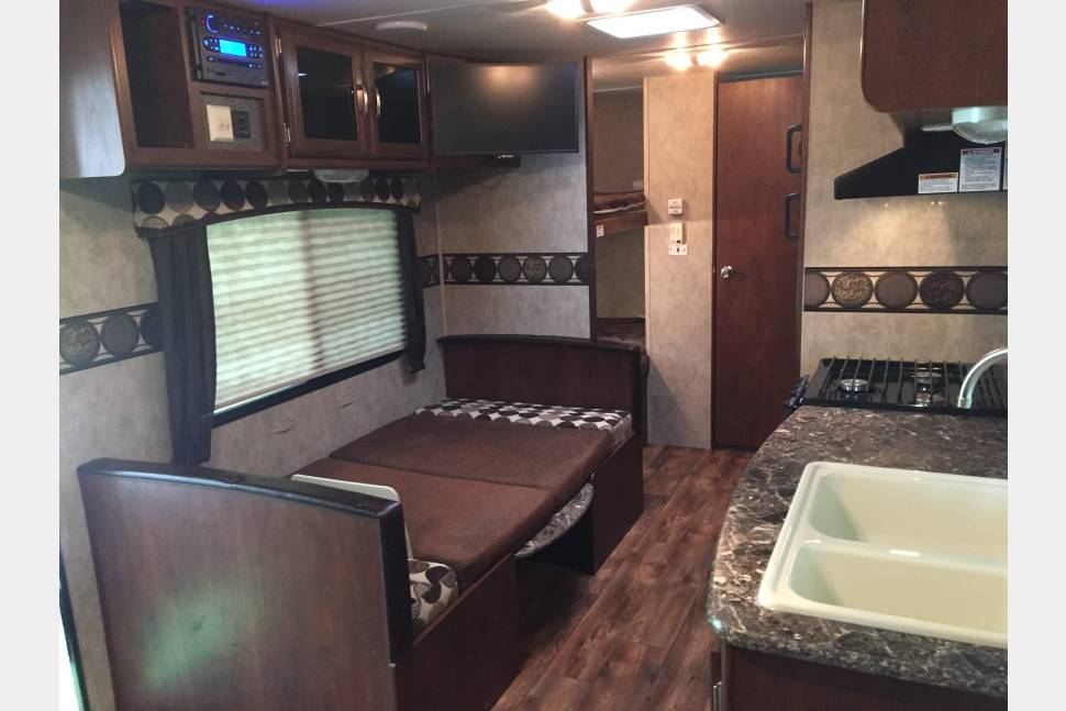 2015 Keystone Passport Ultra Lite 238ML - Amazing Family/ Tailgate Camper- 2015 Keystone Passport Ultra Lite Pull Behind Trailer
