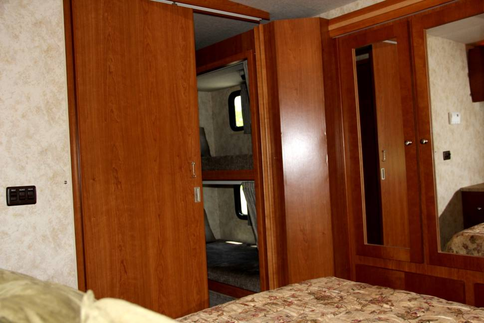 2009 Winnebago Sightseer 35J - The Family Truckster