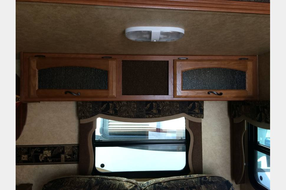 2013 Prime Time Tracer - Prime Time Tracer, Executive Edition. Like New Condition. Outdoor Kitchen!