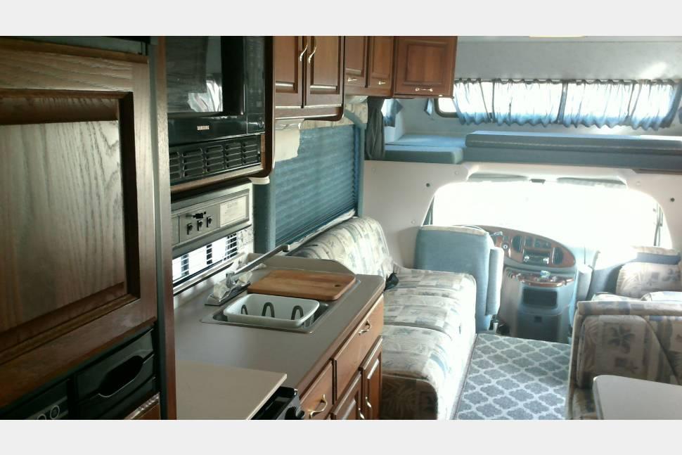 2002 Four Winds Chateau 31Z - Utopia RV Rental, L.L.C. (Ultimate Family FUN!!)