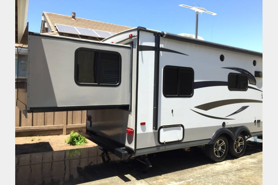 2015 Jayco Ultra Lite Travel Trailer - 2015 Jayco Ultra Lite (king bed & 4 twin bunks)