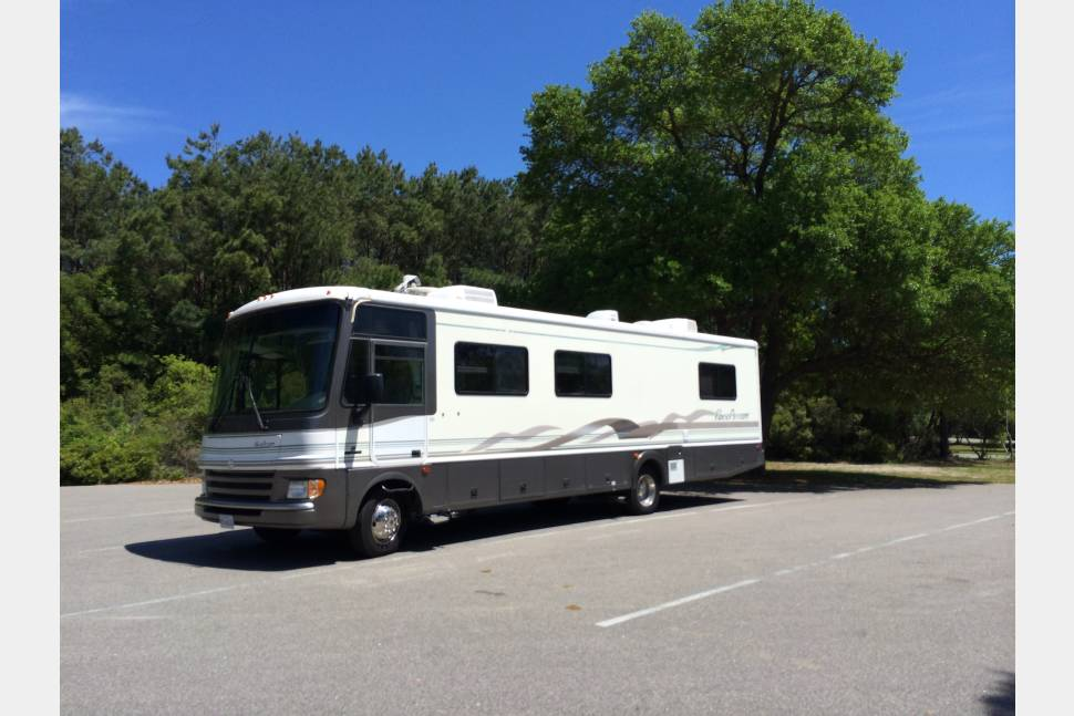 1999 Fleetwood Pace Arrow - Ready to take your friends and family camping or tailgating!