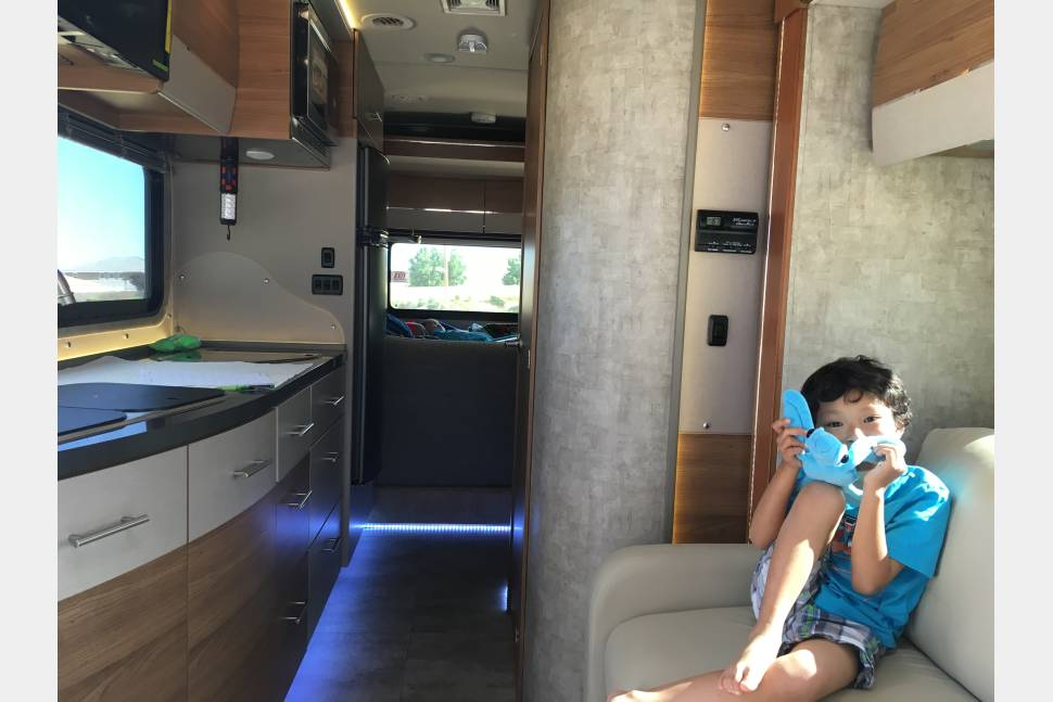 2015 Itasca Navion 24G - Paradise RV  Mercedes it make by NAVION