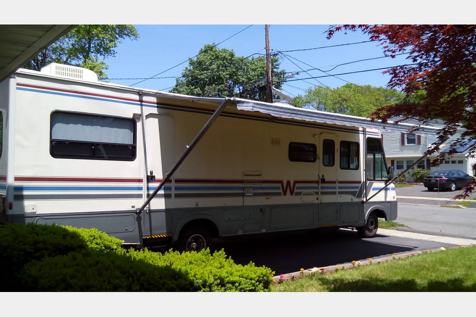 1996 Winnebago Adventurer - Best RV / Camper experience without owenning one or an alternative for a shelter.