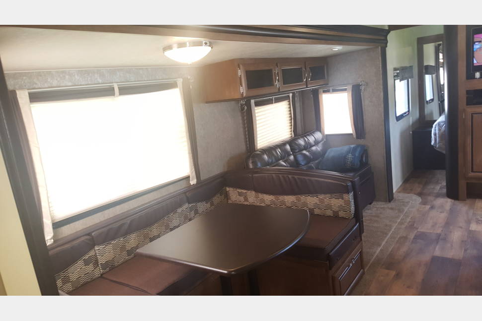2017 Wildwood 28DBUD XLite - Making Memories? Clean and Roomy RV - 1/2 Ton towable - Weight distribution hitch included. Sattelite TV and all the extras.Easy to work with owner:)