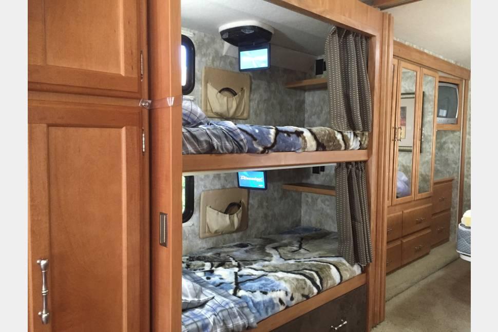 2007 Winnebago Bunkhouse Sightseer 35J - Winnebago Sightseer 35j Bunkhouse Model