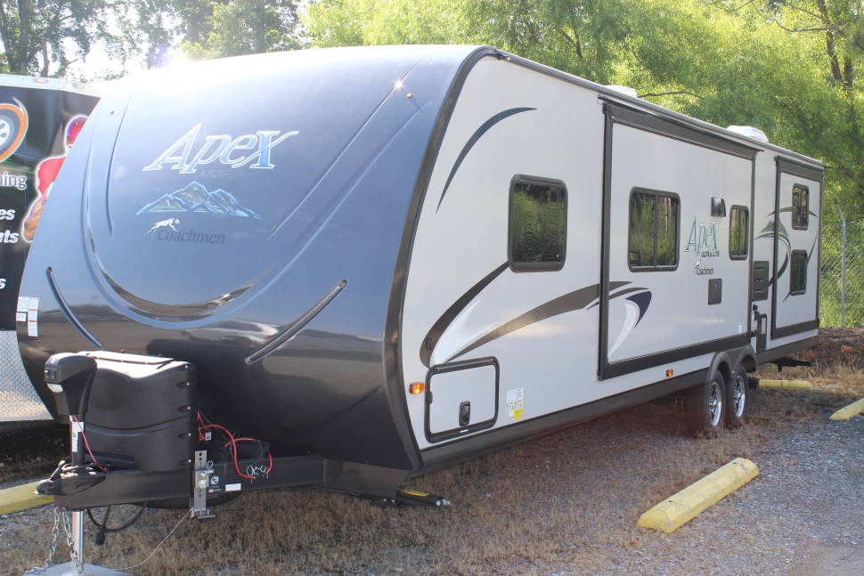 2017 Coachmen RV Apex Ultra-Lite 300BHS - Perfect for families, girls/guys weekends, the beach, mountains or the lake!