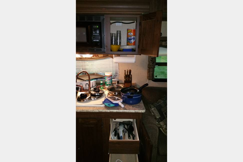 2011 Palomino Ultra-Lite Thoroughbred - Great Getaway RV for a Small Family