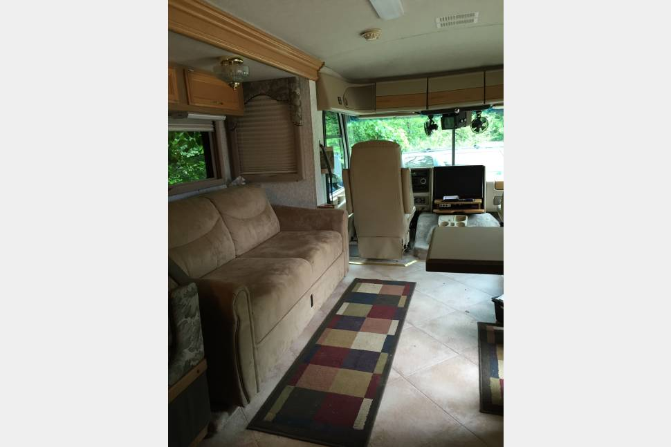 1999 Pace Arrow Vision 37 - Little Home on Wheels