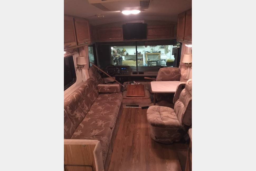 1990 Fleetwood Bounder - Really Nice and Affordable Camping!!!