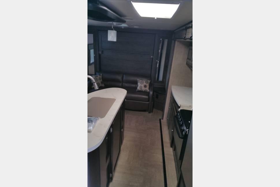2015 Dutchmen Kodiak 220RBSL - Modern Couple's Coach