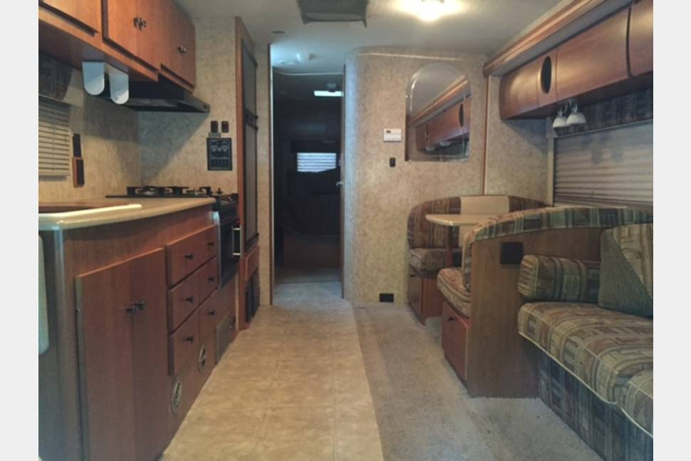 2007 Winnebago Outlook 31C - Turn The Key And Let Your Vacation Begin!