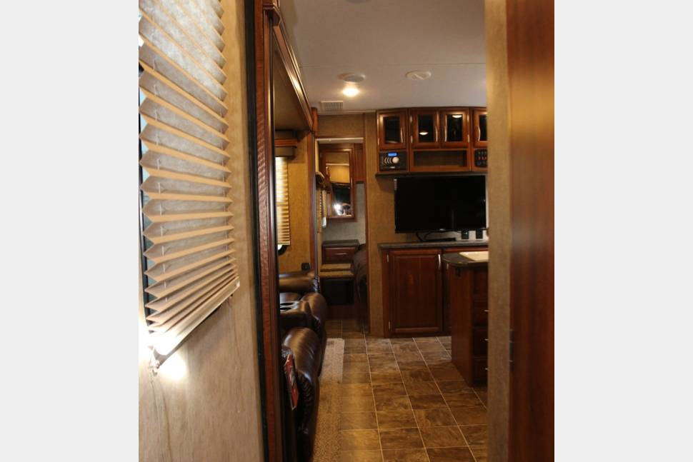 2016 Forest River Spartan 300 Series 3010 - 2016 Luxury Spartan 3010 Travel Trailer Toy Hauler - All the upgrades and brand new unit!!
