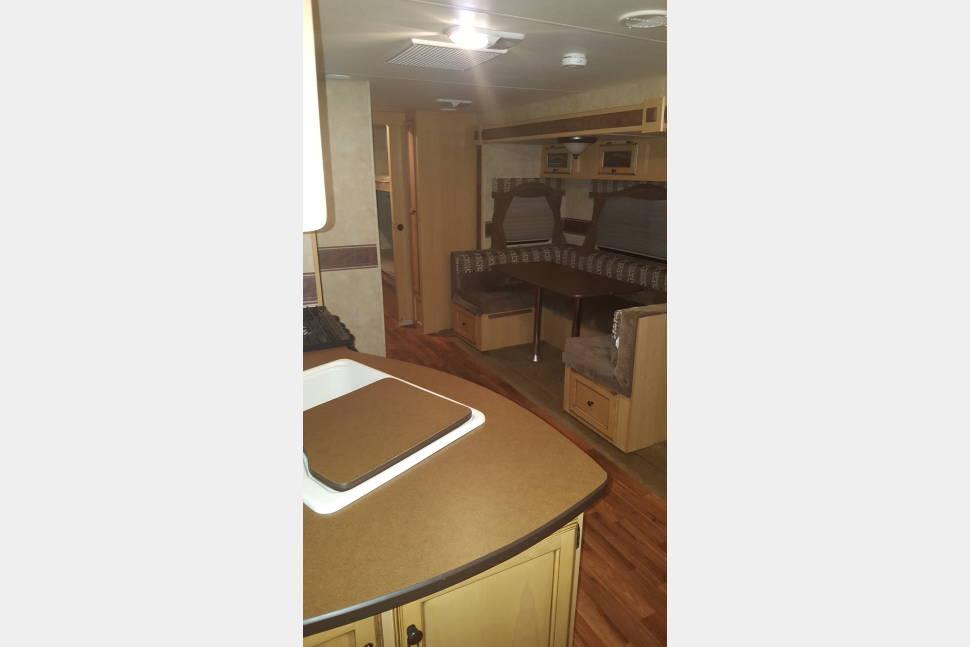 2010 KZ Spree 324BHS - Family friendly travel trailer with bunk house
