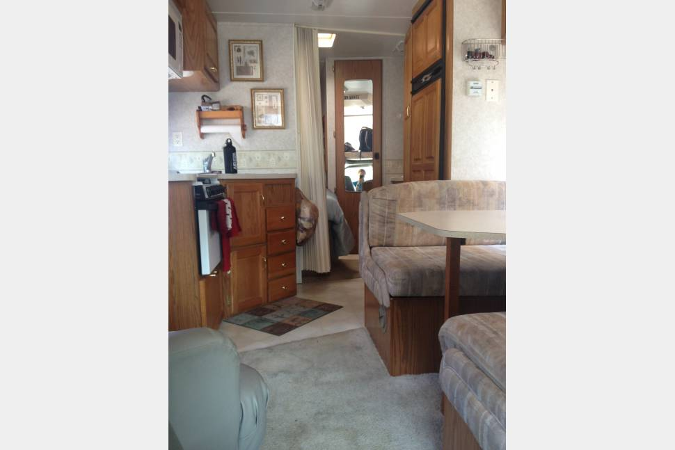 2000 Jayco Eagle - Perfect for your next long road trip (with NO mileage limits)!