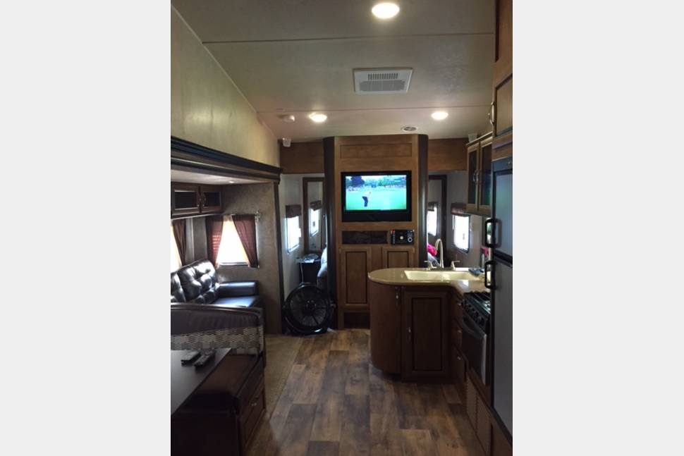 2016 Wildwood  30' Loft Travel Trailer - FREE DELIVERY- SETUP & PICKUP