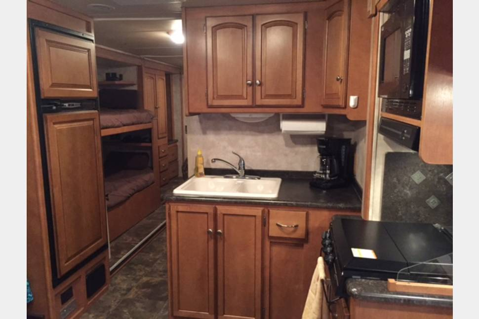 2012 Winnebago Access Premier - Great RV with Bunk Beds and Sleep Room for 8!