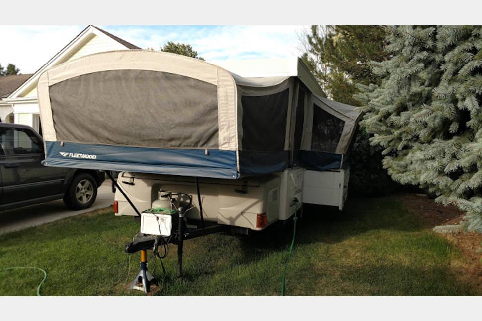 2007 Fleetwood - Family Friendly Pop-Up Camper