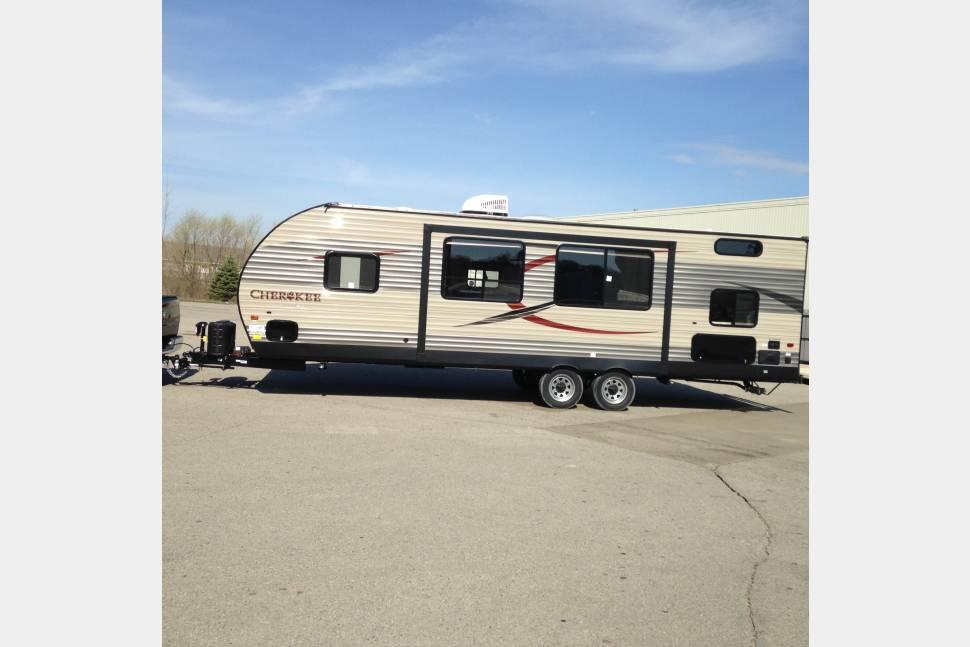 2016 Cherokee M -274DBH - Luxury Camping in a Beautiful RV!