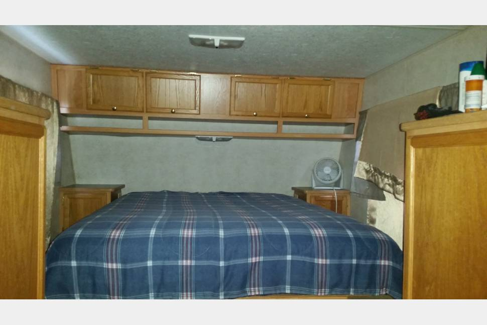 2001 5 Wheels - Vacation Home, The white horse. Deliver option available.