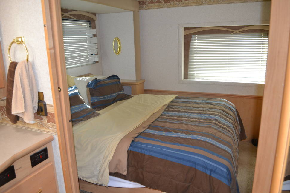 2004 National Dolphin - National RV Dolphin
