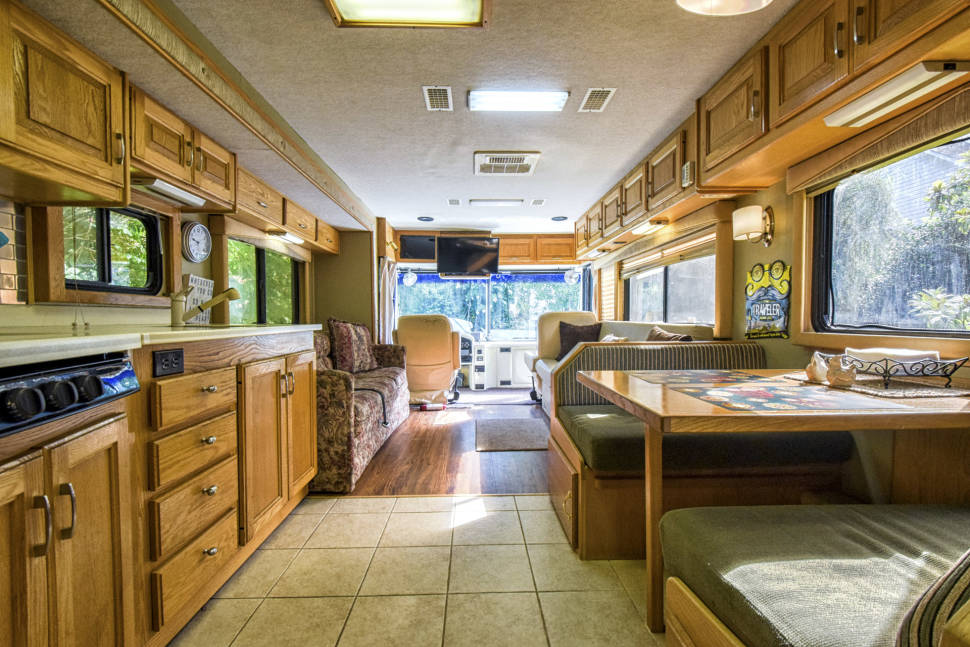1999 Allure By Country Coach RV06 - Beautiful Country Coach!