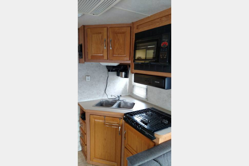 2006 Four Winds Majestic 28A - 28 Ft. Class C Four Winds Majestic...Sleeps 6!