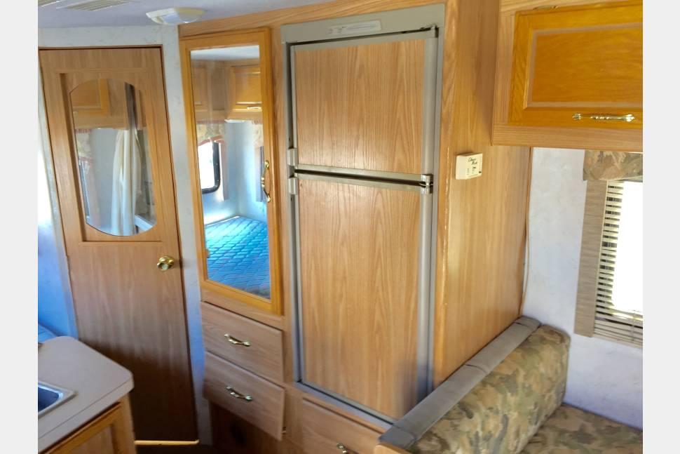 2001 MINI RV Tioga 22' - 22' MINI RV Rear Bed-Sleeps 6