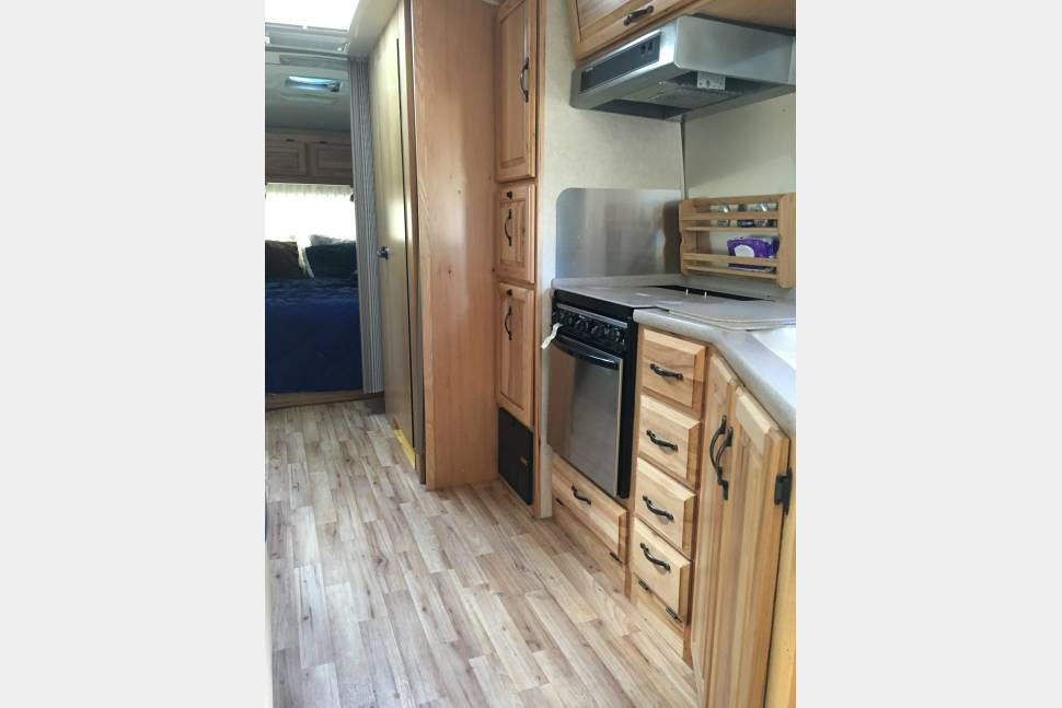 2012 Airstream Classic Limited 27' - Airstream 27' 2012 Classic Including Towing Vehicle