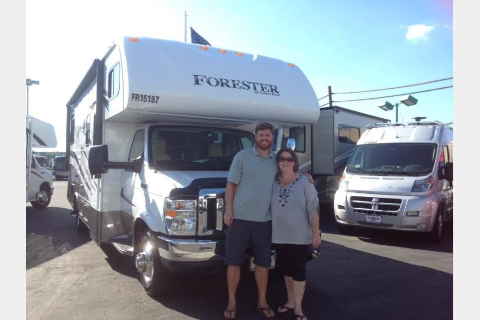 2015 Easy Driver Forest River Stocked Kitchen! - $100 night Easy Driver Clean and New Class C Stocked Kitchen!